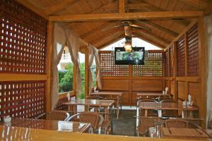 Лаундж или бар в Парадиз Отель