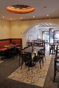 مطعم أو مكان آخر لتناول الطعام في برج ماربل