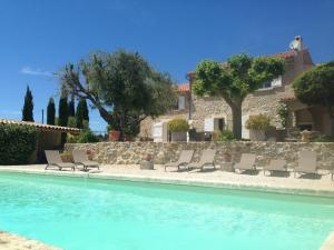 The swimming pool at or near Bastide de Fontvieille