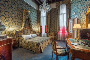 A bed or beds in a room at Al Ponte Antico