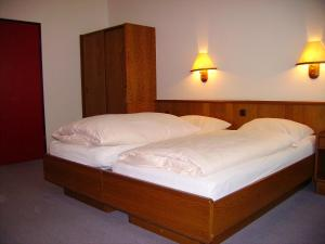 Ein Bett oder Betten in einem Zimmer der Unterkunft Hotel an der Hauptallee
