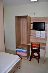 A television and/or entertainment center at Hotel Maranhão