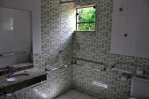 A bathroom at Hotel Maranhão