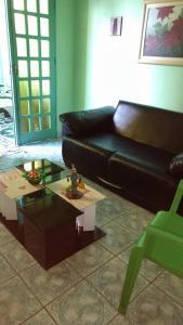 A seating area at Residencial Recanto dos Pássaros