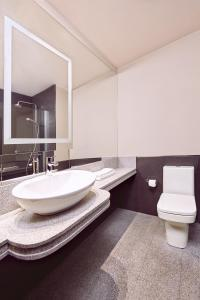 A bathroom at Hotel Conde Luna