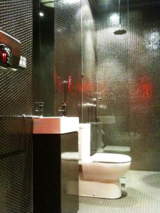 A bathroom at The Burwood Inn