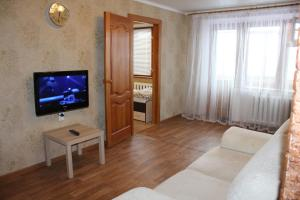 A television and/or entertainment center at De Luxe Apartment on Lenina 40
