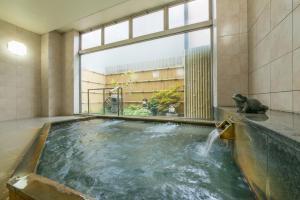 高山市四季酒店游泳池或附近泳池