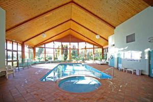 The swimming pool at or near Aspect Tamar Valley Resort