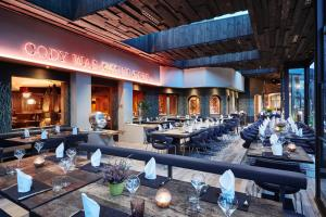 A restaurant or other place to eat at Sporthotel Leweck