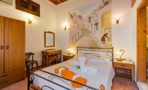 Кровать или кровати в номере Camelot Traditional & Classic Hotel