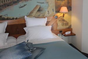 Un ou plusieurs lits dans un hébergement de l'établissement Le Carlton