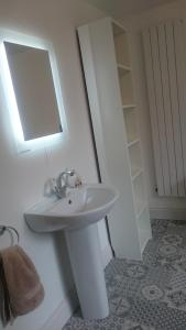 A bathroom at Arundel Townhouse