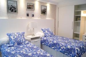 Cama o camas de una habitación en Sunny Sea View Terrace