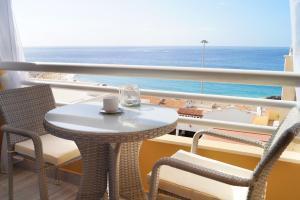 Un balcón o terraza de Sunny Sea View Terrace