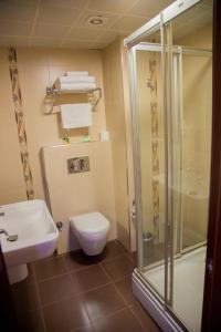 A bathroom at Kelesler Park Hotel