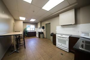 A kitchen or kitchenette at Residence & Conference Centre - Windsor