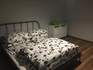 Łóżko lub łóżka w pokoju w obiekcie Apartamenty Nad Potoczkiem
