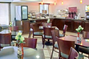 A restaurant or other place to eat at Best Western Plus Marina Shores Hotel