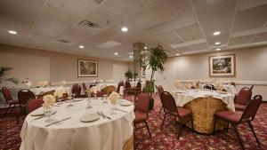 A restaurant or other place to eat at Best Western PLUS Morristown Inn