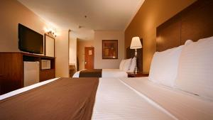 A bed or beds in a room at Best Western Tumwater-Olympia Inn