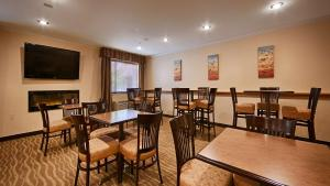 A restaurant or other place to eat at Best Western Tumwater-Olympia Inn