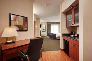 A kitchen or kitchenette at Best Western Plus Orangeville Inn & Suites
