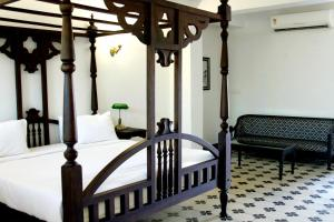 A bed or beds in a room at Waterfront Granary A Museum Hotel