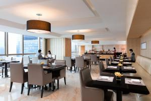 A restaurant or other place to eat at Marriott Guangzhou Tianhe
