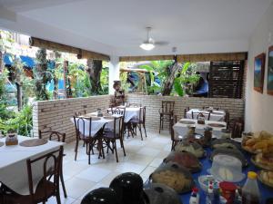 Um restaurante ou outro lugar para comer em Pousada dos Meros