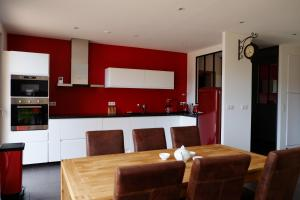 A kitchen or kitchenette at woodyhome78