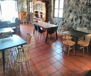 Un restaurante o sitio para comer en Casa Rural Artola