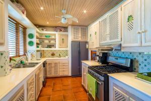 A kitchen or kitchenette at Villa Lucia Casa de Campo
