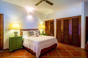 A bed or beds in a room at Villa Lucia Casa de Campo