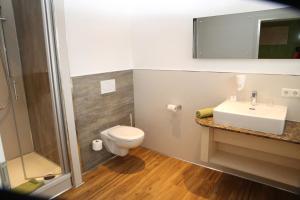Ein Badezimmer in der Unterkunft Goldener Schlüssel mit Gästehaus Sina