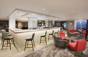 The lounge or bar area at Jurys Inn Brighton Waterfront
