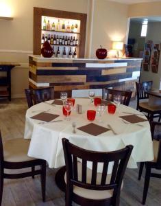 Restaurant ou autre lieu de restauration dans l'établissement Hôtel Restaurant de la Place