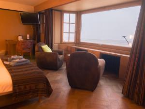 Een zitgedeelte bij Hotel Villa Escale