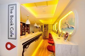 The lobby or reception area at Spa&Capsule Hotel Grandpark Inn Kitasenju