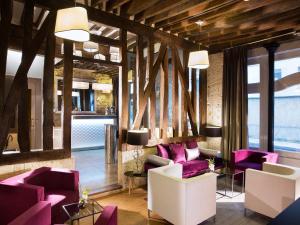 הלובי או אזור הקבלה ב-Hôtel Jacques De Molay