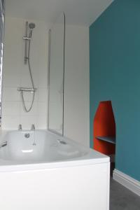 A bathroom at The Tally Ho