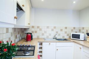 A kitchen or kitchenette at Fig Cottage, near Bradford on Avon and Bath