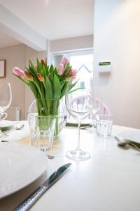 A restaurant or other place to eat at Fig Cottage, near Bradford on Avon and Bath