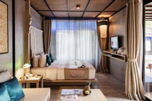Кровать или кровати в номере Chura Samui