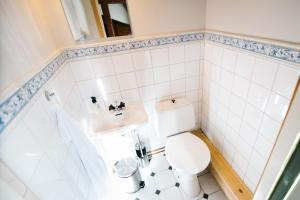 A bathroom at Urshult Hotell