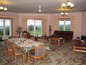 A restaurant or other place to eat at Arabella Country House