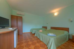 A bed or beds in a room at Орхидея, семейный гостевой дом