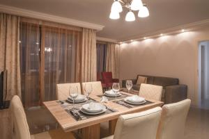 A restaurant or other place to eat at Luxury Apartments Villa Matea