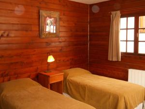 A bed or beds in a room at Hotel Knapp Cerro Catedral