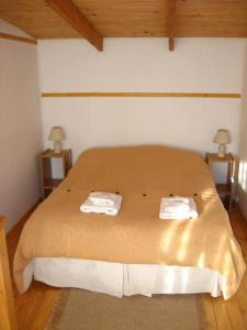 Una cama o camas en una habitación de Cabañas Aires Del Fitz